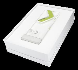 Weisse Pokalverpackung mit weißem Einlegekissen
